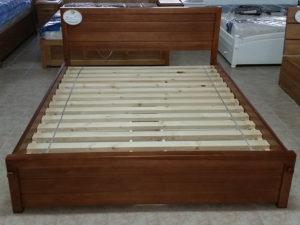 Lambériás keményfakeretes ágy