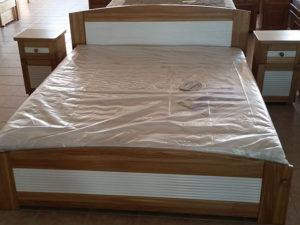 Mart mintás oldaltfiókos keményfakeretes ágy