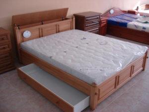 Fejvéges oldaltfiókos keményfakeretes ágy