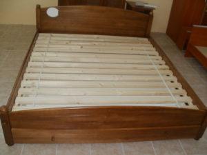 Oszlopos elöl ágynemütartós keményfakeretes ágy