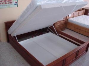 Peremes felülnyílós keményfakeretes ágy